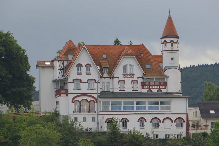 Autovermietung in Arnsberg - das Arnsberger Schloss ist ein Besuch wert